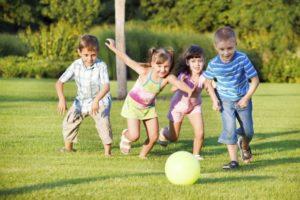 non-fate-lavorare-troppo-i-bambini-dopo-la-scuola-e-uno-spreco.-640x426