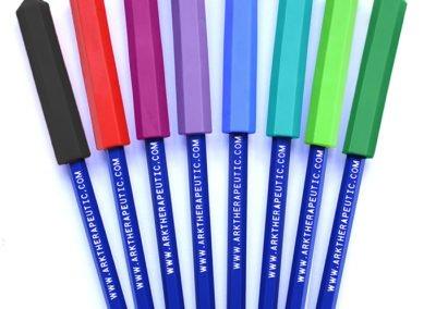 copri matite scrivi e mordi